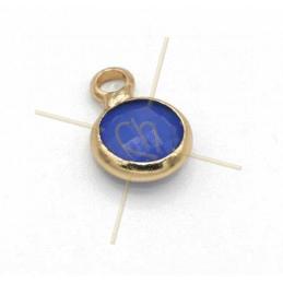 hangertje rond blauw glas + metaal 6mm met 1 ring gold plated
