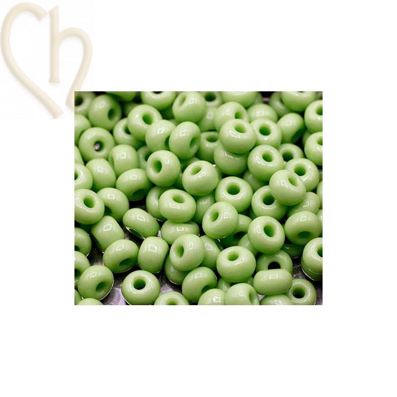 Seedbeads 4/0 Opaque Light Green